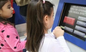 Menores podrán tener ahora caja de ahorro y usar débito