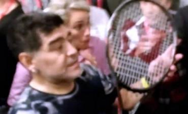 Delpo le regaló su raqueta a Maradona