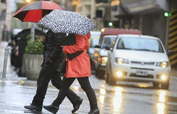 Luego de la lluvia de la noche, rige una alerta por tormentas y precipitaciones