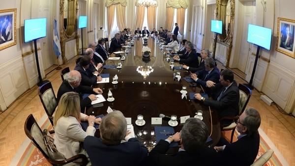 Macri volverá a recibir a los gobernadores para firmar un acuerdo nacional