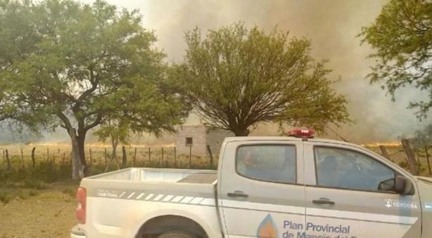 Dos incendios más azotan el noroeste cordobés