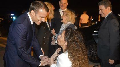 Macron y su esposa fueron recibidos por Michetti en Ezeiza
