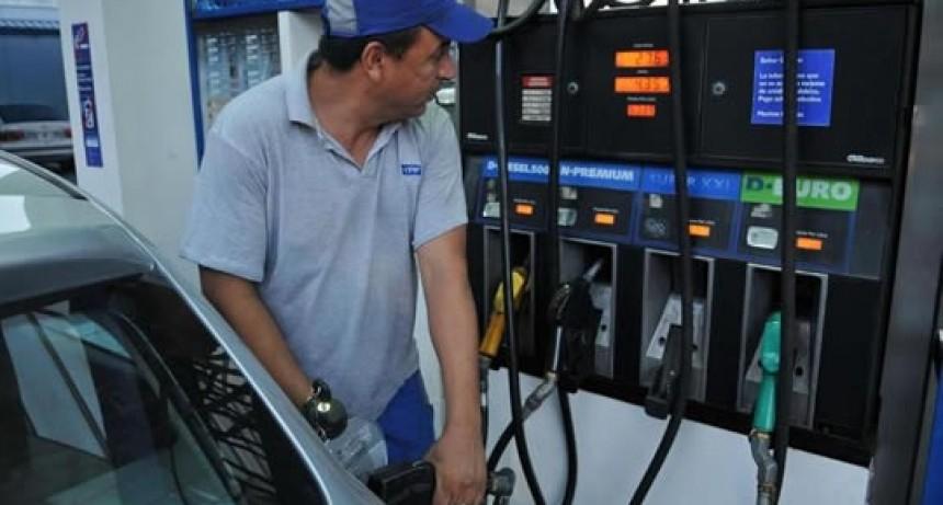 El Gobierno negocia con petroleras una baja en combustibles