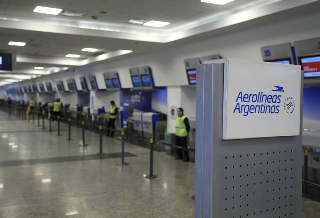 Aerolíneas y Austral cancelaron todos sus vuelos del lunes