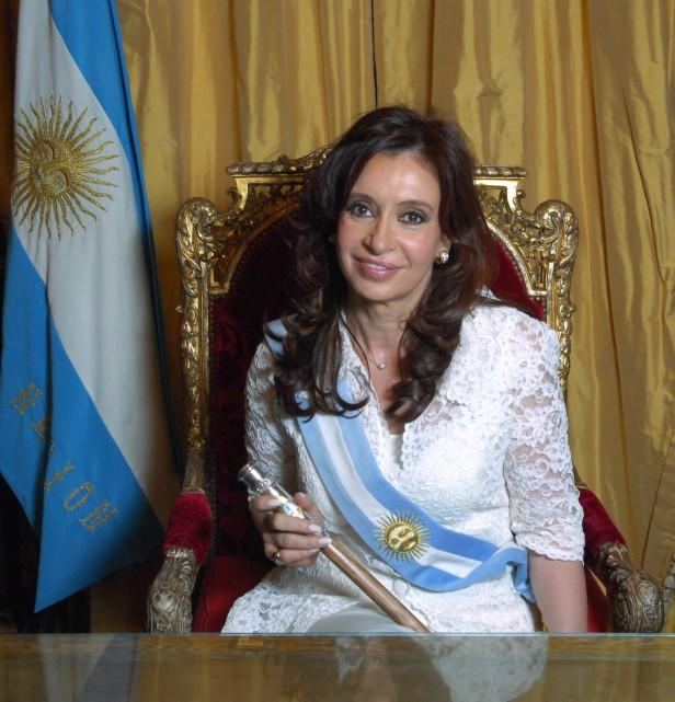 Cristina invitó a los ex presidentes al acto popular por la democracia