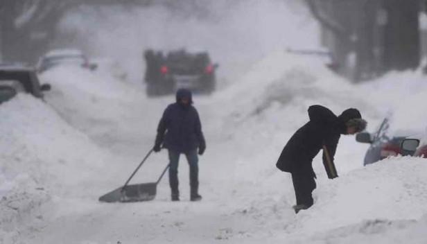 EE.UU.: miles de personas sin luz y problemas en los vuelos por tormentas de nieve y viento