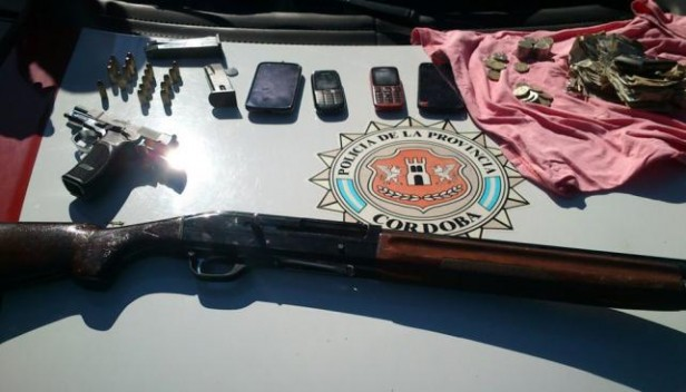 Armados con escopeta y pistola, robaron una vinería y chocaron un poste al huir