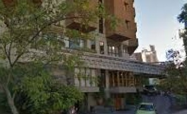 Motociclista fue detenido tras evadir un control y refugiarse en el Hotel de La Cañada