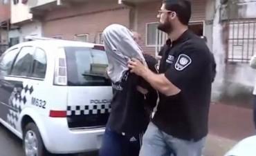 Un pedófilo quedó detenido tras olvidarse el celular en una parrilla: tenía un video en el que abusaba de un chico