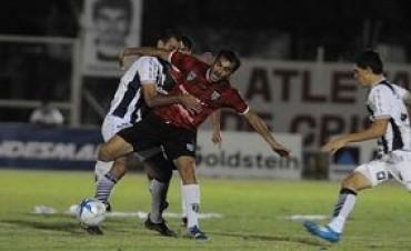 Talleres perdió en Mendoza y complicó su sueño de ascenso