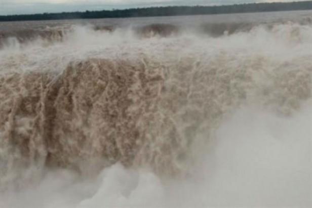 Cerraron el paseo Garganta del Diablo por la crecida del río Iguazú