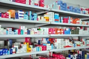 El Gobierno acordó con los laboratorios nacionales bajar el precio de los medicamentos
