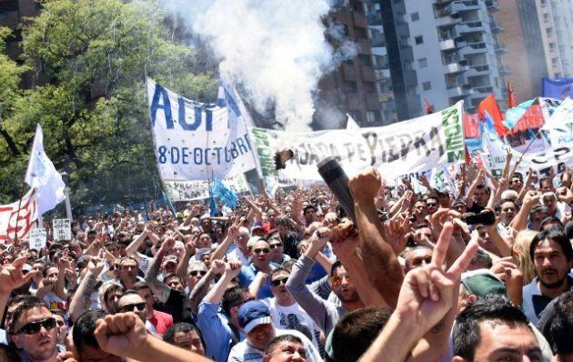 Estatales marchan en Córdoba contra la reforma jubilatoria