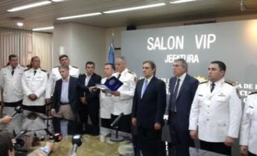 Asumieron los nuevos jefes de la Policía y Suárez se fue llorando