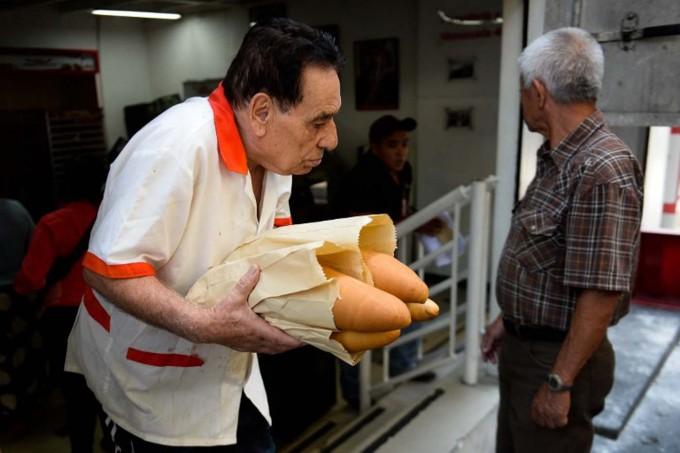 Presos de un penal en Buenos Aires harán pan para distribuir en escuelas públicas
