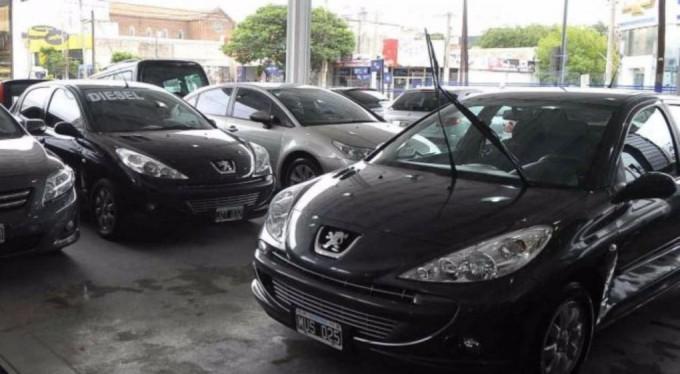 Siguen en caída las ventas de autos usados