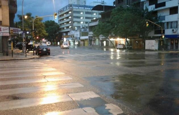 Rige el alerta por tormentas fuertes en el centro del país