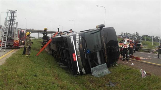 Volcó en Entre Ríos un ómnibus que viajaba desde Brasil: al menos dos muertos