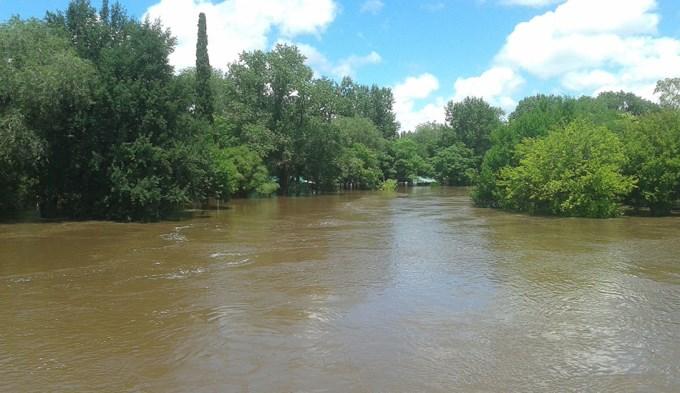 Baja el agua pero siguen los evacuados por inundaciones en Buenos Aires