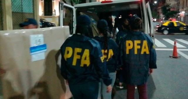 Incautan 31 cuadros del departamento de CFK en Recoleta