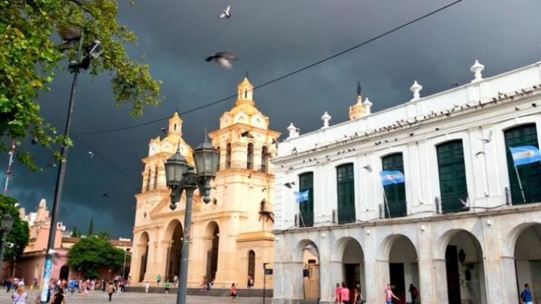 La temperatura superó los 38 grados el sábado: sigue vigente el alerta en Córdoba