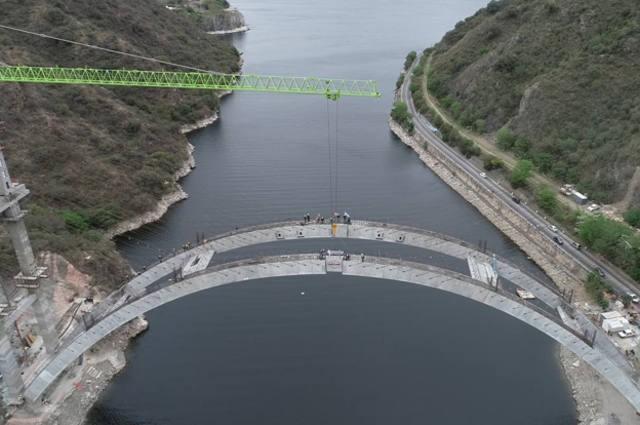 Obrero cayó desde el nuevo puente sobre el San Roque y sobrevivió