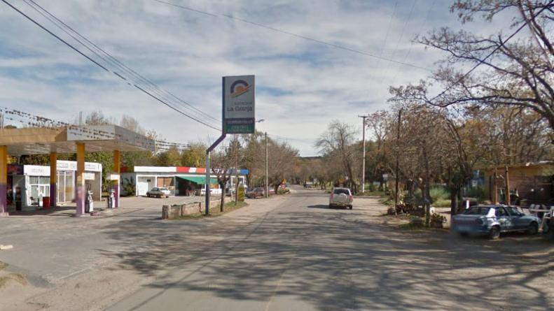 Dos jóvenes murieron tras chocar contra un árbol en la ruta E53