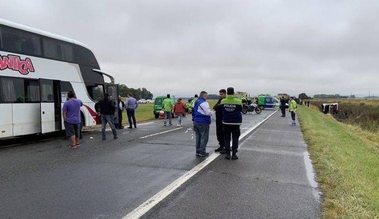 Volcó un micro en la ruta 2: al menos 16 heridos