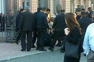 Dos hombres intentaron suicidarse en la puerta de la Casa Rosada