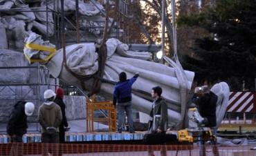 El desmonte de la estatua de Colón ya costó al menos u$s85 mil al Gobierno