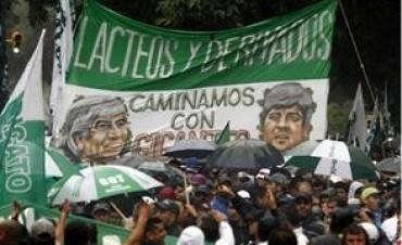 Camioneros de Hugo Moyano amenazan con un paro el lunes próximo