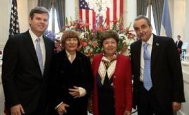 Denuncian que Guillermo Moreno insultó a periodistas de Clarín en la embajada de Estados Unidos