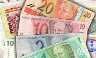 Brasil devalúa el real y sufre la economía argentina