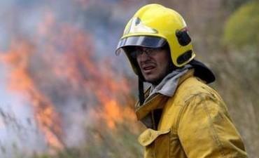 Sofocaron incendio sobre la Autopista Córdoba - Carlos Paz