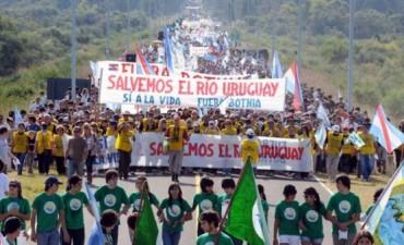 Los asambleístas de Gualeguaychú vuelven a marchar al puente que conecta con Uruguay