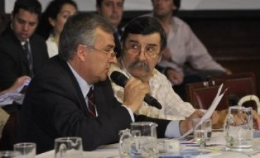 Cobarde, Hipócrita -dijo el senador Morales- a un desconcentrado Recalde