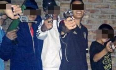 Adolescentes mendocinos se muestran armados en fotos subidas a redes sociales