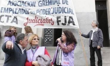 Trabajadores judiciales realizan asambleas y resienten la atención